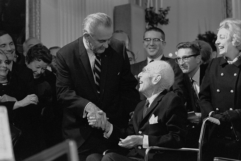 President_Lyndon_B._Johnson_greets_Upton_Sinclair